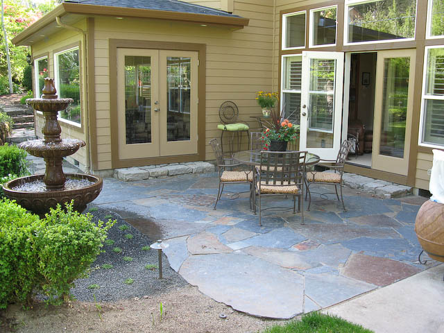 Stone patio courtyard dominion landscape eugene for Courtyard stone landscape